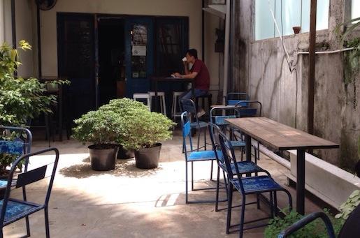 cafe di bandung blue doors segar nyaman